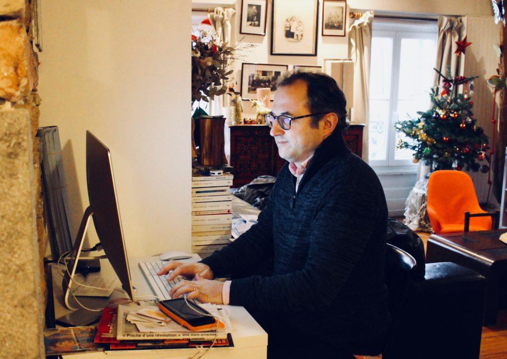 De « Sous les Marches » à « L'Arrière-Cour » : Raphaël Ruffier-Fossoul, une vie dédiée au journalisme
