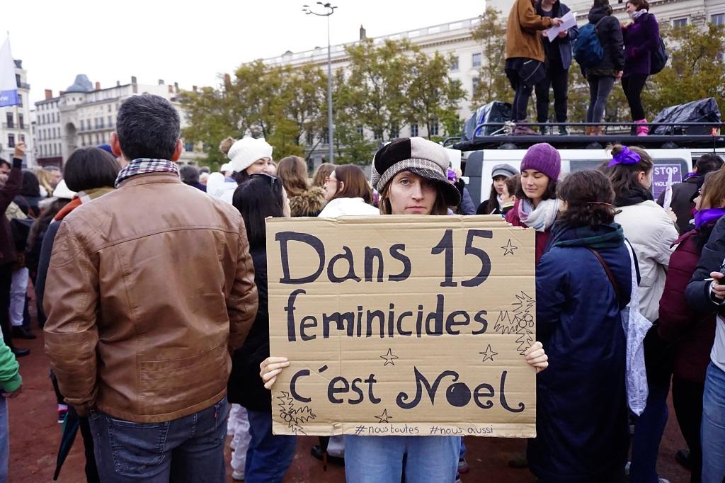 """"""" Dans 15 féminicides c'est Noel """". Glenn Essoly"""