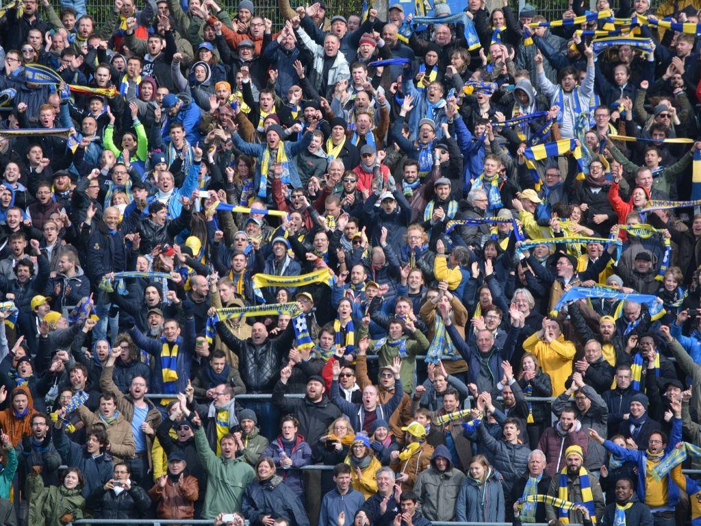 Discrimination dans le foot: des instances trop laxistes